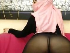 Real Arabian Hijab Teen Masturbates Her Juicy Pussy On Webcam