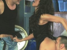 Melanie Memphis involved in a threesome at the laundry