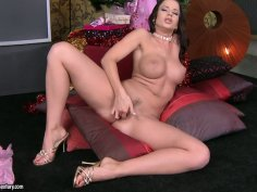 Awesome hot wanker Cindy Dollar stimulates her clit on Xmas