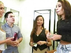 Amateurs Flashing Tits During Money Talks Stunt In Salon